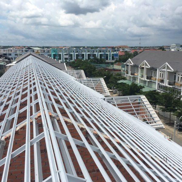 Những rủi ro khi sử dụng kèo thép để lợp mái ngói truyền thống
